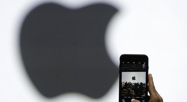 Apple studia il nuovo iPhone: la versione celebrativa costerà mille dollari