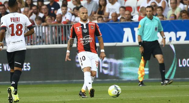 Il Nizza batte il Guingamp con Sneijder e Balotelli in campo