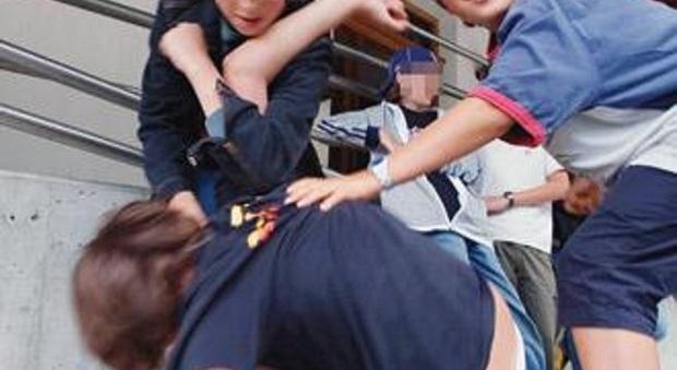 Tredicenne pestato dai bulli: a scuola non vado più. I genitori: nessuno ci aiuta