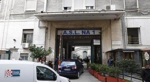 Napoli, crolla solaio in sala operatoria «Al lavoro per non bloccare i ricoveri»