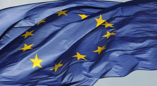 Italia anti-Ue: solo il 44% vuole restare in Europa. Ma il 65% è favorevole all'euro