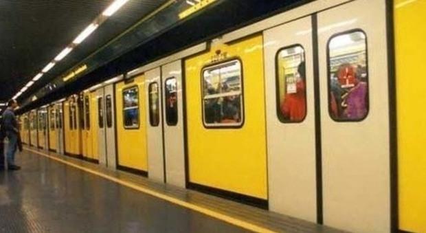Metropolitana, linea 6 a Napoli lavoratori in assemblea nel cantiere