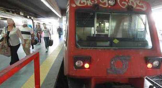Trasporti, lunedì nero a Napoli C'è il blocco anti-smog delle auto e la Circum si ferma per sciopero