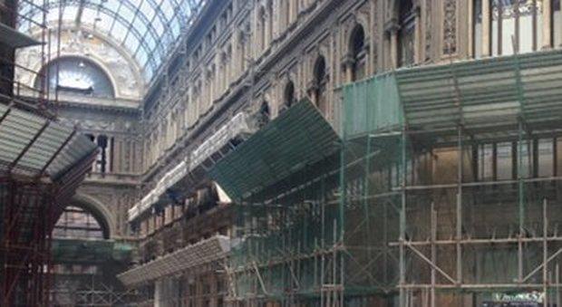 Napoli, sei ragazzini terribili danneggiano la Galleria Umberto