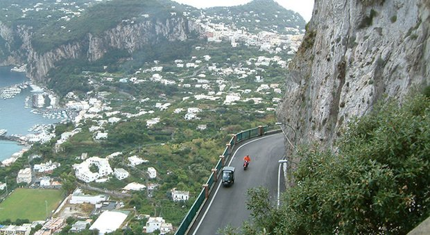 Capri: giovane tenta il suicidio, salvato dagli artificieri della Polizia