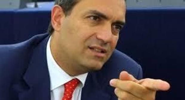 De Magistris a De Luca: «Farabutti in Pd? Il problema è suo»