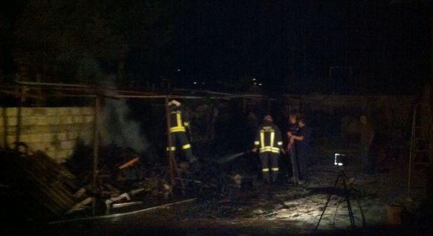 Brucia mobilificio inchiesta in corso il mattino for Mobilificio napoli