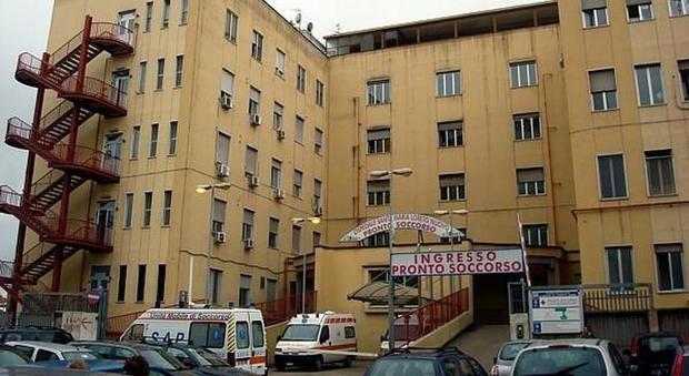 Durante la messa cade l'intonaco da una finestra: 49enne in ospedale
