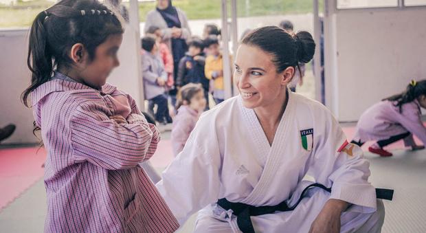 La campionessa del mondo di karate Sara Cardin vola in Libano per fare lezione ai bambini