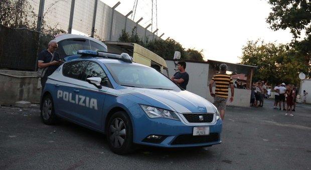 Napoli, bimba morta in auto nel campo rom di Scampia: cadavere sequestrato, disposta l'autopsia