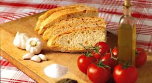 Un italiano su tre cerca online notizie su dieta e cancro: allarmanti le informazioni false