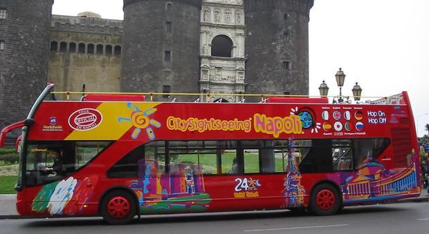 «Sì alla tassa di ingresso», stangata sui bus turistici a Napoli