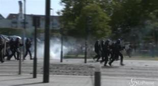 Gilet gialli, Atto 44: 1.800 manifestano a Nantes, scontri con polizia