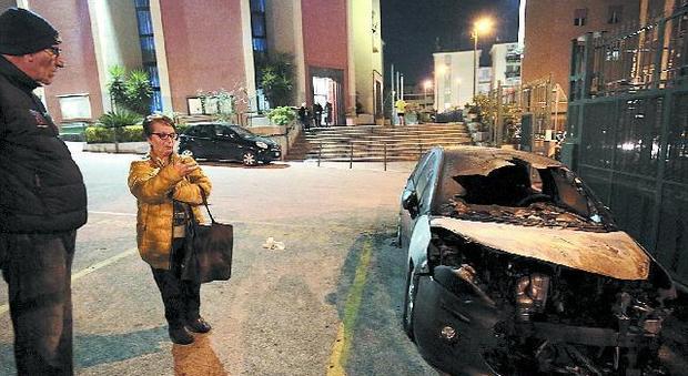 Napoli, incendiata l'auto del parroco l'ombra dei ras dei cimiteri