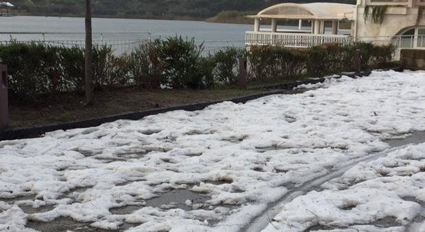 Lago lucrino spunta la neve il mattino for Lago lucrino