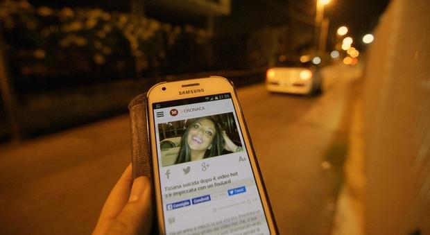 Tiziana Cantone, caccia all'«istigatore» del video virale. Nel mirino l'ex fidanzato
