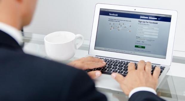 Facebook, il nuovo sistema che scopre se sei ricco o povero