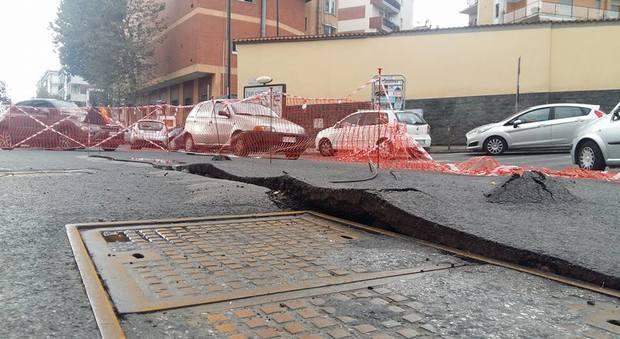 Napoli. Largo Cangiani, chiusa la strada a lavori eseguiti 8 mesi fa