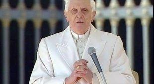 Ratzinger difende la scelta di dimettersi: «Rabbia contro di me»