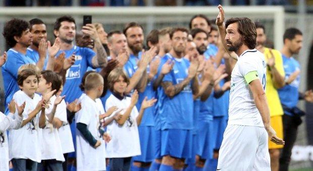 Pirlo dà l'addio al calcio:  Totti e Vieri danno spettacolo