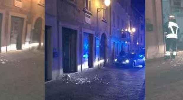Bomba carta esplode nella sede Lega ad Ala, in Trentino. Salvini accusa gli anarchici