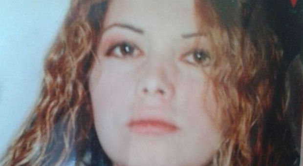 Trovata morta nel letto l 39 addio a raffaella tra rabbia e dolore il mattino - Letto raffaella ...