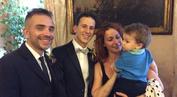 Antonello e Danilo sposi: a Napoli si apre il registro delle unioni civili