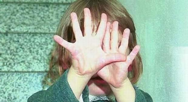 Rimini stupra una bimba di 6 anni la madre la trova in un lago di sangue