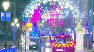Attacco al mercato di Natale in Francia: «Raffiche di mitra sulla folla»
