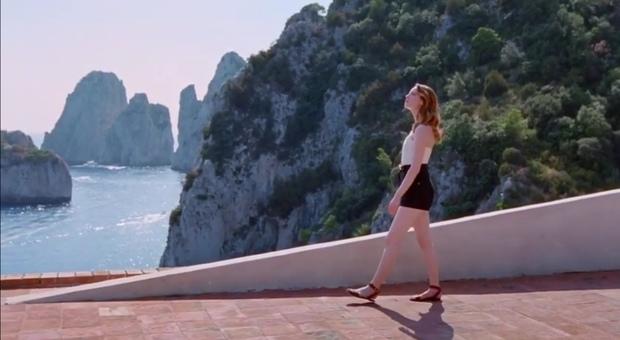Emma Stone tra Capri e Parigi, testimonial dell'ultima fragranza di Vuitton - Il Mattino