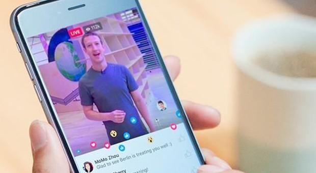 Facebook, le dirette anche dalla scrivania: la funzione 'Live' non più solo da mobile