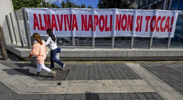 Almaviva, verso una deroga al contratto taglio ai salari per salvare Napoli