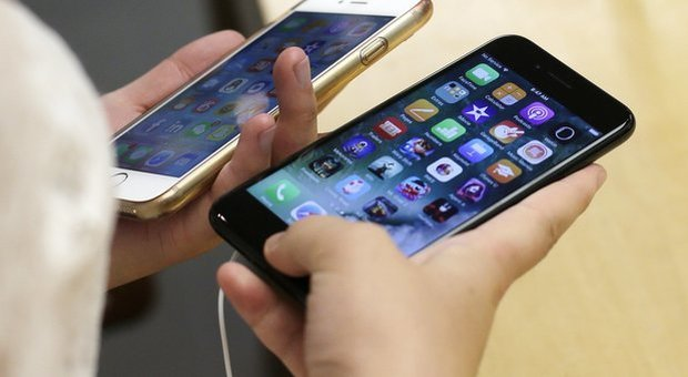 L&rsquo;iPhoneX per un solo euro:<br /> dilaga la truffa sui cellulari