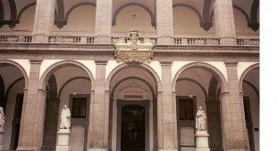 Piccolo è bello: libri in miniatura in mostra alla Biblioteca Universitaria di Napoli