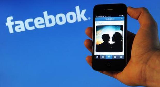Facebook, multa da 10 milioni per uso dei dati degli utenti a fini commerciali