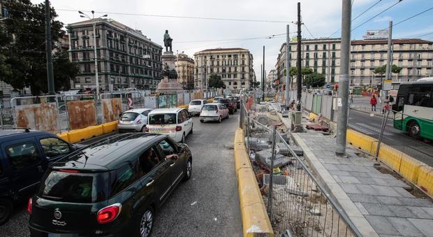 Napoli. Piazza Garibaldi, cantieri infiniti: «Fondi esauriti, stop ai lavori»