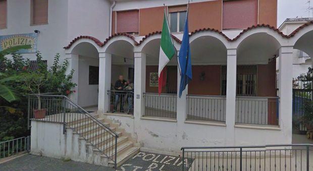 Ischia, hacker svuotano il conto corrente del sindaco Ferrandino