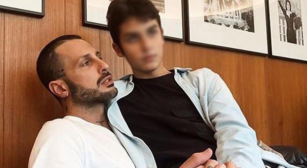Fabrizio Corona a processo: «Per un anno non ha dato soldi al figlio Carlos»