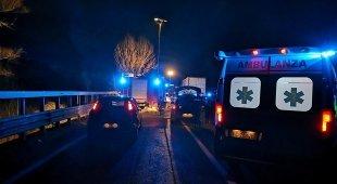 Fuga dalla polizia, auto si schianta contro un Tir: morti quattro romeni