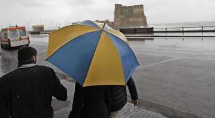 Emergenza maltempo a Napoli, de Magistris chiude tutte le scuole