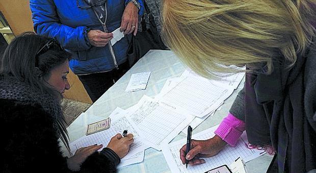 Sampietrini alla Riviera di Chiaia la municipalità raccoglie le firme