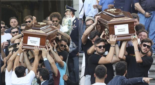 Torre del Greco saluta Giovanni, Matteo, Antonio e Gerry: «Uccisi dalla violenza dell'uomo»
