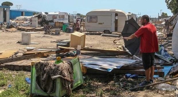Flash mob a Poggioreale per dire no a un nuovo campo rom