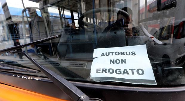 Arzano, bus Ctp senza carburante: disagi e proteste alle fermate