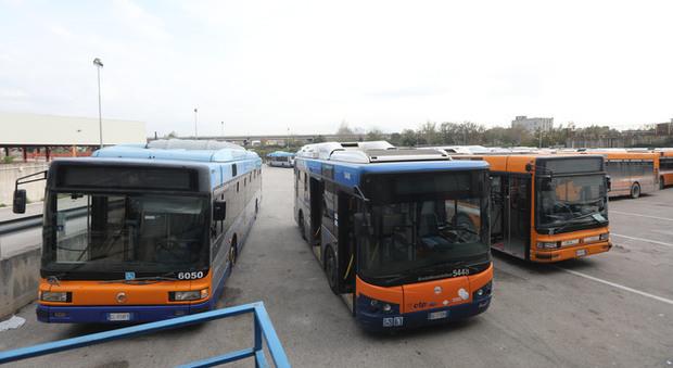 Arzano, senza gasolio bus tagliati. Pendolari appiedati