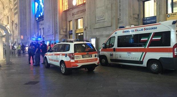 Milano, due militari e un agente Polfer feriti a coltellate da un nordafricano