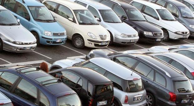 Napoli, la Campania è la regione in cui si passa più tempo in auto