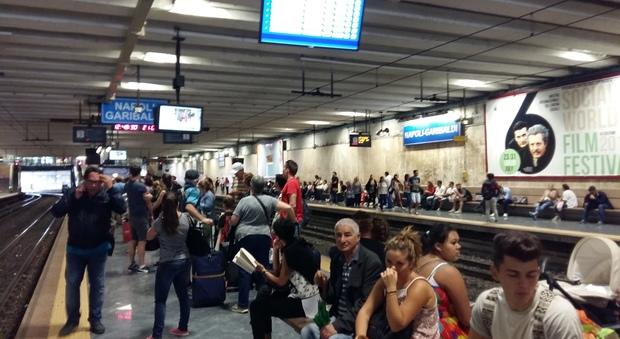 Napoli. Treni Circum in ritardo: i disagi per pendolari e turisti