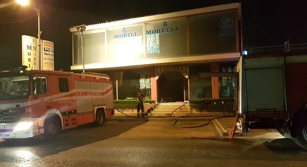 In fiamme storico mobilificio morelli ipotesi corto for Mobilificio napoli