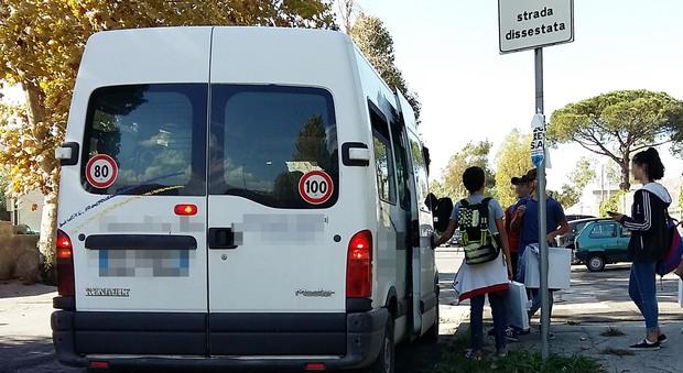 Bus fermi, sulle rotte della Ctp: garantiti solo pulmini abusivi